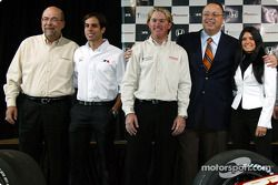 Robert Clarke of Honda, Vitor Meira, Buddy Rice, Sam Marzouk of Argent Mortgage and Danica Patrick