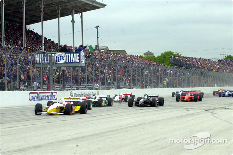 The start: Kenny Brack in front of Helio Castroneves