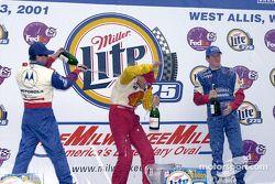 Le podium : Michael Andretti, Kenny Brack et Scott Dixon