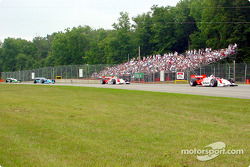 After the pit stops: Helio Castroneves leading Gil de Ferran
