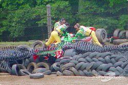 Adrián Fernández en la barrera de neumáticos