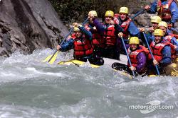 Alex Tagliani et Patrick Carpentier ont pris du repos avant ce week-end Indy à Vancouvert : rafting sur la rivière Squamish avec certains membres de leur équipe