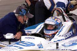 Alex Tagliani discute avec son ingénieur de course Tony Cicale