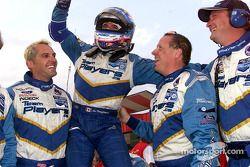 Alex Tagliani fête son poridum avec son équipe