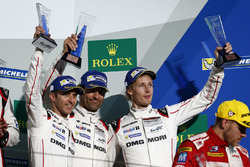Podium: troisième place #1 Porsche Team Porsche 919 Hybrid: Timo Bernhard, Mark Webber, Brendon Hartley