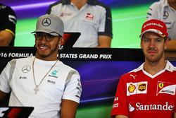 Mercedes AMG F1, Lewis Hamilton y Sebastian Vettel, Ferrari en la Conferencia de prensa FIA