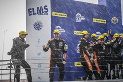 Podium: Siegers #38 G-Drive Racing, Gibson 015S-Nissan: Simon Dolan, Giedo van der Garde, Harry Tincknell