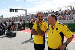 (L to R): Cyril Abiteboul, Renault Sport F1 Managing Director con Frederic Vasseur, Renault Sport F1 Team Racing Director