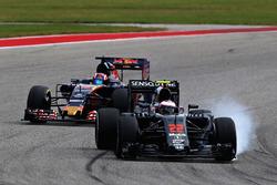Jenson Button, McLaren MP4-31; Daniil Kvyat, Scuderia Toro Rosso STR11