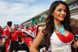 Chica de la parrilla de Sebastian Vettel, Ferrari SF16-H