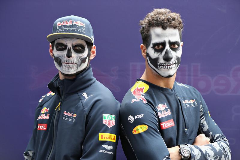 Daniel Ricciardo, Red Bull Racing y Max Verstappen, Red Bull Racing llegan al circuito pintados como catrines del Dia de Muertos