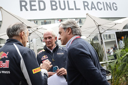 (L to R): Franz Tost, Scuderia Toro Rosso Team Principal with Dr Helmut Marko, Red Bull Motorsport Consultant and Carlos Sainz