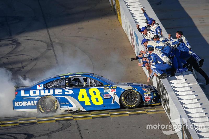 71. Ganador de la carrera  Jimmie Johnson, Hendrick Motorsports Chevrolet