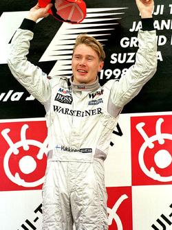 Podium: Mika Hakkinen, McLaren celebrate his Worldchampionship