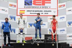 Podyum: 1. Colton Herta, Carlin Motorsport; 2. Ferdinand Habsburg, Drivex School; 3. Leonardo Pulcini, Campos Racing with Trevor Carlin