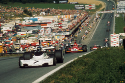 Carlos Reutemann, Brabham BT44 Ford, vor Niki Lauda, Ferrari 312B3