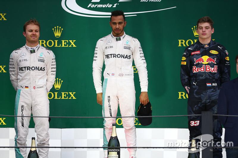 Primero, Lewis Hamilton, Mercedes AMG F1 W07, segundo Nico Rosberg, Mercedes AMG Petronas F1 W07 y tercero, Max Verstappen, Red Bull Racing RB12