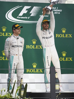 Podio: ganador de la carrera Lewis Hamilton, Mercedes AMG F1, segundo lugar Nico Rosberg, Mercedes AMG F1
