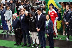 Nationalhymne: Lewis Hamilton, Mercedes AMG F1, mit Bernie Ecclestone