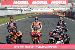 Чемпионы 2016 года: Брэд Биндер, Red Bull KTM Ajo, KTM, Марк Маркес, Repsol Honda Team, Жоан Зарко, Ajo Motorsport
