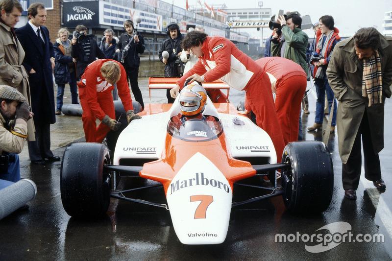 1981: Un coche revolucionario,  con Ron Dennis en el pitlane