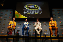 Joey Logano, Jimmie Johnson, Carl Edwards y Kyle Busch