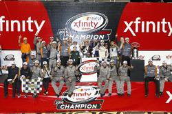 Campeón 2016 y ganador de la carrera, Daniel Suárez, Joe Gibbs Racing Toyota