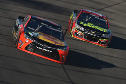 Martin Truex Jr., Furniture Row Racing Toyota, Clint Bowyer, HScott Motorsports Chevrolet