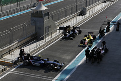 Автомобили Артема Маркелова, RUSSIAN TIME, Рафаэле Марчелло, RUSSIAN TIME, Митча Эванса, Pertamina Campos Racing, и Нобухару Мацушиты, ART Grand Prix