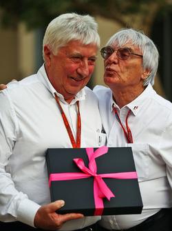 Herbie Blash, délégué de la FIA, avec Bernie Ecclestone