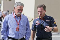 Председатель Formula One Group Чейз Кэри и руководитель Red Bull Racing Кристиан Хорнер