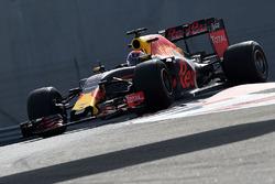 Max Verstappen, Red Bull Racing teste les pneus Pirelli 2017