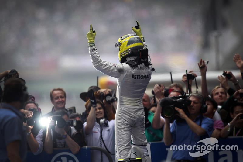 Ganador de la carrera Nico Rosberg, Mercedes AMG F1