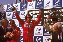 Podium: 1. Alain Prost, McLaren Honda; 2. Nigel Mansell, Ferrari; 3. Riccardo Patrese, Williams Renault; mit FIA-Präsident Jean-Marie Balestre