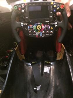 Blick ins Cockpit des Ferrari SF16-H