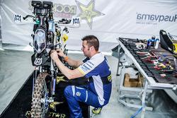 Mecánico de  #3 Husqvarna Factory Racing: Pablo Quintanilla