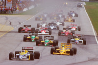 Nelson Piquet, Williams FW11B Honda, lidera a Ayrton Senna, Team Lotus Honda 99T, Teo Fabi, Benetton B187 Ford, Thierry Boutsen, Benetton B187 Ford y Nigel Mansell, Williams FW11B Honda, al inicio