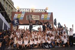 Cyril Despres, David Castera, Peugeot Sport vieren feest met het team