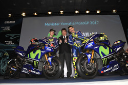 Valentino Rossi, Yamaha Factory Racing, Maverick Viñales, Yamaha Factory Racing, Kouichi Tsuji, Motorsport Director General División de desarrollo, motores de Yamaha