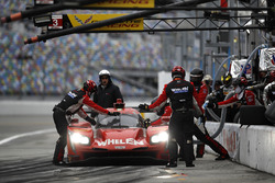#31 Action Express Racing, Cadillac DPi: Eric Curran, Dane Cameron, Seb Morris, Mike Conway, pit action