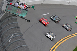 Start: #5 Action Express Racing Cadillac DPi: Joao Barbosa, Christian Fittipaldi, Filipe Albuquerque leads