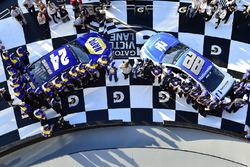 Pole Position für Chase Elliott, Hendrick Motorsports, Chevrolet; 2. Dale Earnhardt Jr., Hendrick Motorsports, Chevrolet