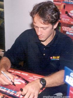 Cristiano da Matta signe des autographes