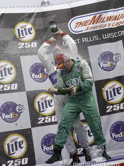 Champagne pour Paul Tracy