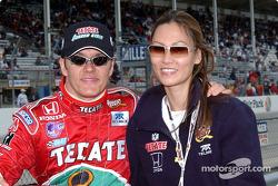 Adrián Fernández y su novia Michelle