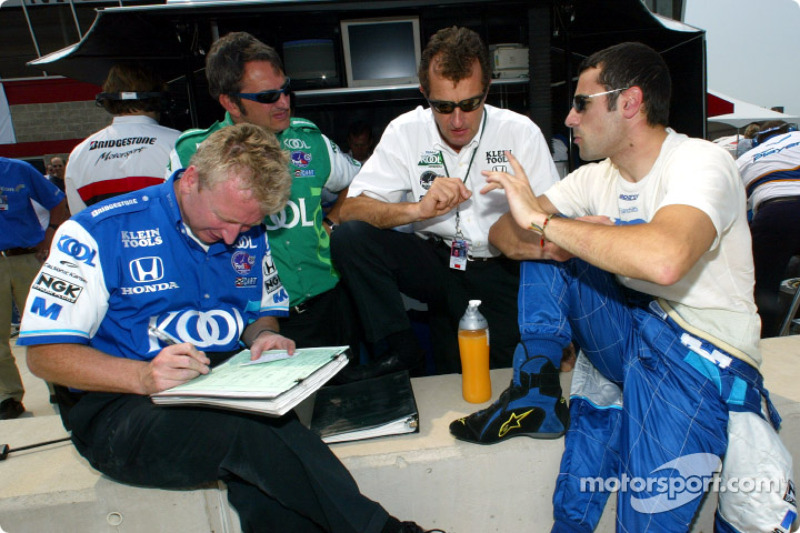 Dario Franchitti talking with team owner Barry Green and race engineers