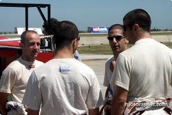 Le pilote malaisien Mohamed Fairuz Mohamed Fauzy viste la Team Sauber: Fairuz et Felipe Massa
