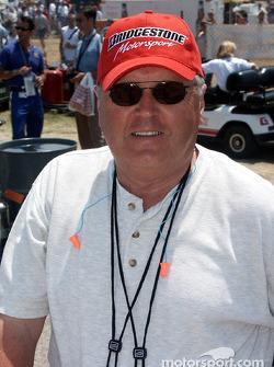 Jeff Burton devant Dale Earnhardt Jr., Sterling Marlin et le reste du groupe