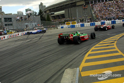 The start: Michael Andretti in trouble