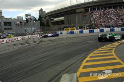 Le départ: Michael Andretti a des problèmes